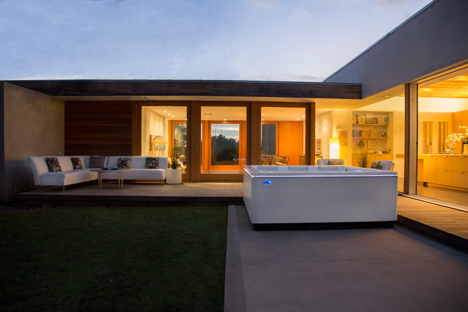 STIL-modern-hot-tub-evening
