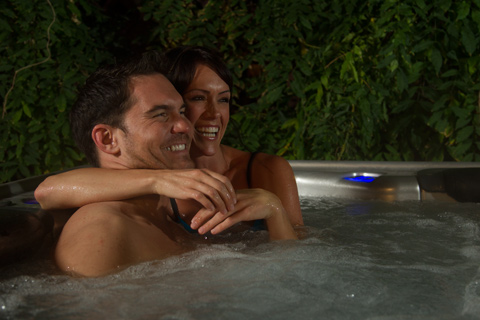 couple-hot-tub