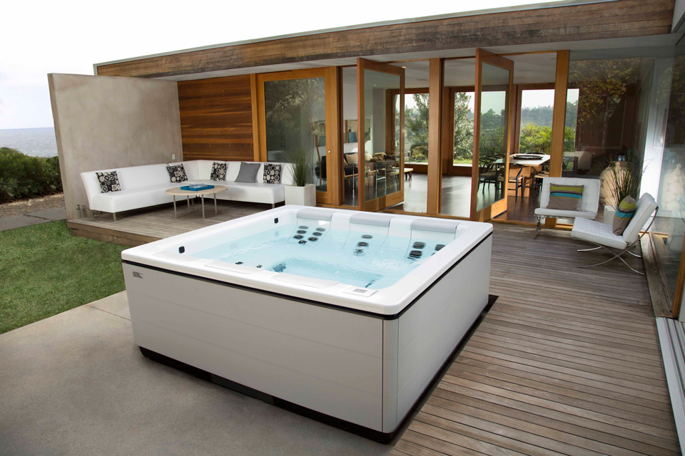 modern-home-hot-tub